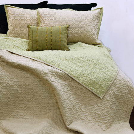 Reversible quilted bedsheet